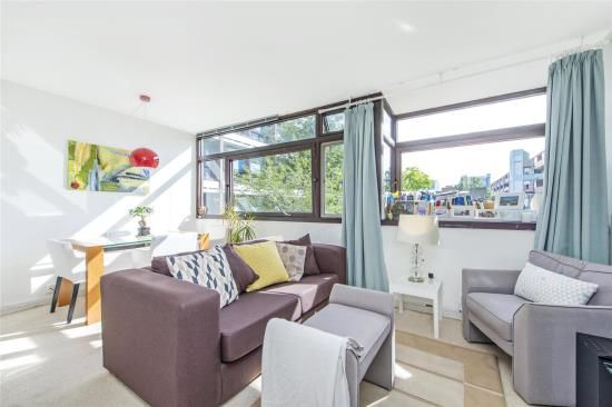 Studio For Sale In Crescent House, Golden Lane Estate, London