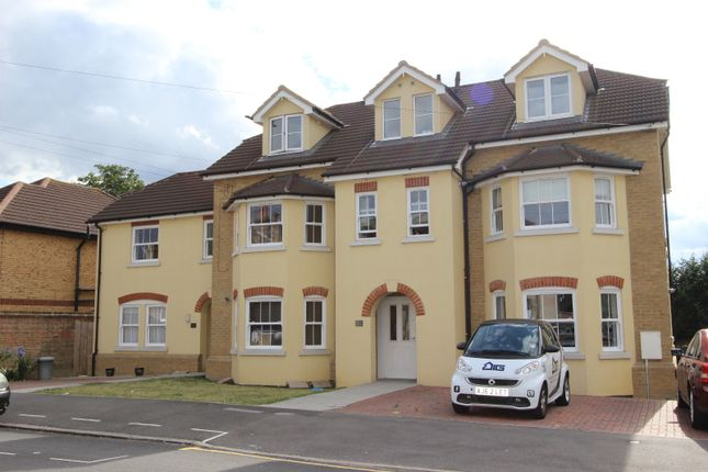 Thumbnail Flat to rent in Manor Road, Romford, Essex
