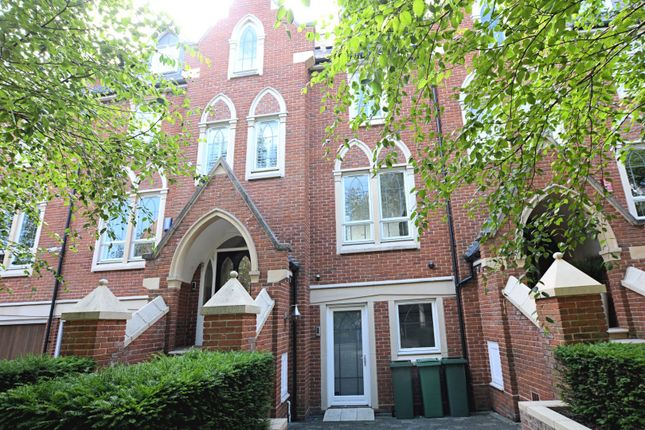 Thumbnail Town house for sale in Pomeroy Close, Twickenham
