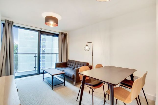 Thumbnail Flat to rent in Kennington Road, London