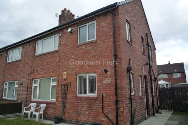 Thumbnail Flat to rent in Chaucer Grove, Leigh