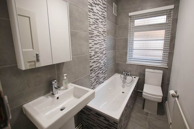 Flat to rent in Southwood Road, Eltham, London