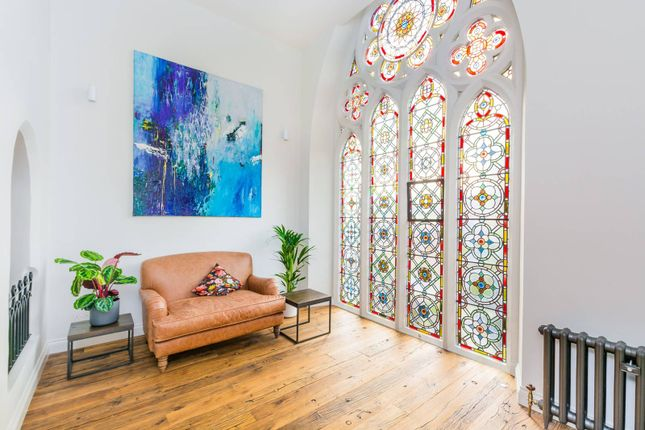 Thumbnail Flat for sale in Cloisters Court, Highgate, London