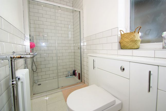 En-Suite of Farwell Road, Sidcup DA14