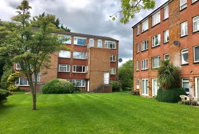 Thumbnail Maisonette to rent in Ellison Way, Wokingham