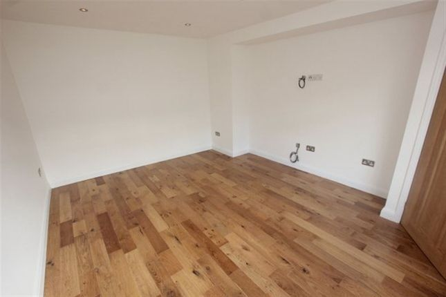Thumbnail Property to rent in George Crescent, London