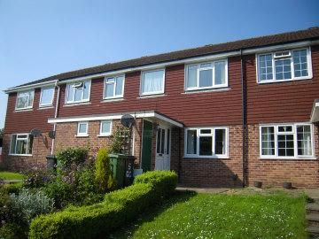Thumbnail Terraced house to rent in Gilroy Close, Newbury