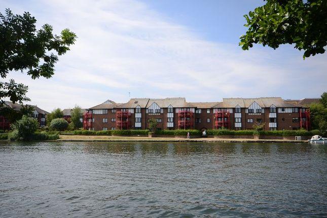 Thumbnail Flat to rent in Caversham Wharf, Waterman Place, Reading