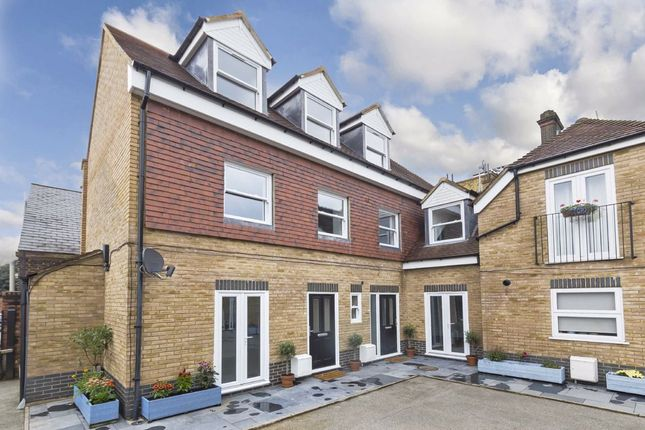 Thumbnail Property for sale in Lowndes Mews, London