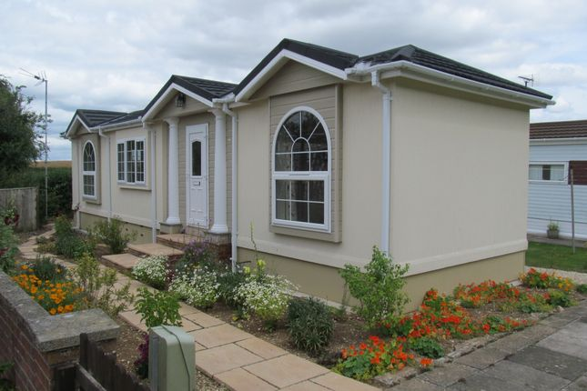 Thumbnail Mobile/park home for sale in Rawlings Park (Ref 5372), Avebury, Wiltshire, 1Rq