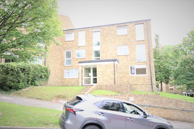 Flat to rent in Markfield, Croydon