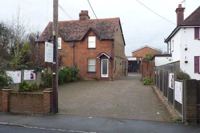 2 bed property for sale in Wexham Street, Stoke Poges, Slough