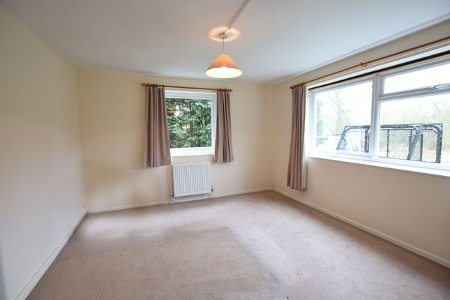1 bed maisonette to rent in West Drive, Calcot Park, Reading, Berkshire