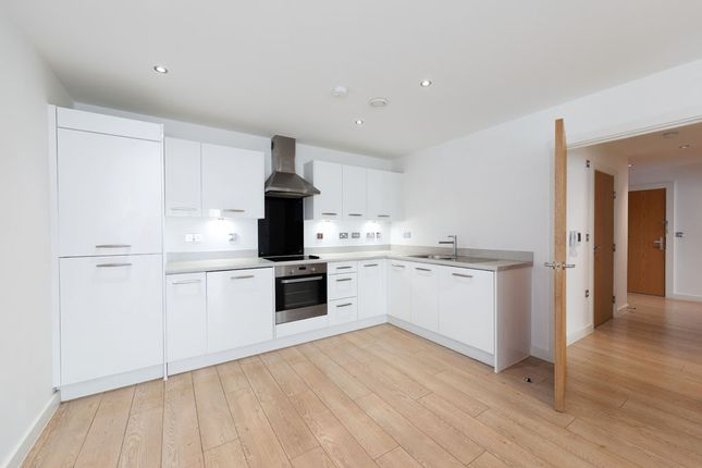 2 bed flat to rent in Wideford Drive, Romford RM7