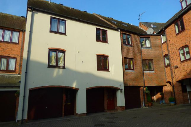 Thumbnail Town house to rent in Monks Walk, Bridge Street, Evesham