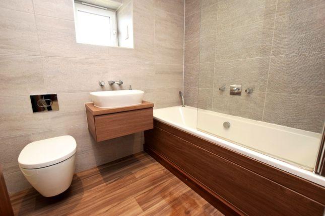 Family Bathroom of Adam Crescent, Dundee DD3