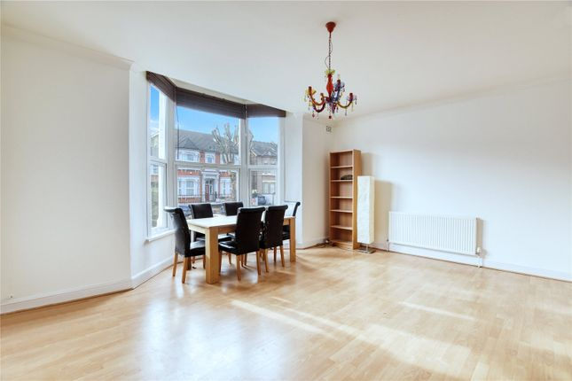 Thumbnail Flat to rent in Earlham Grove, London