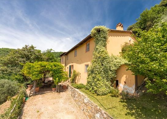 4 bed farmhouse for sale in 55100 Arsina Province Of Lucca, Italy