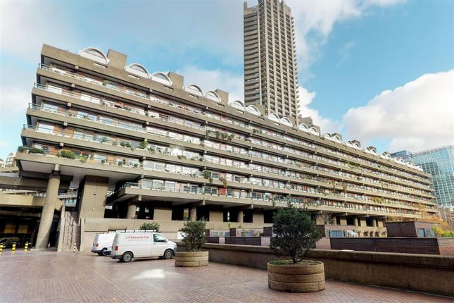 Thumbnail Flat for sale in Defoe House, Barbican, London