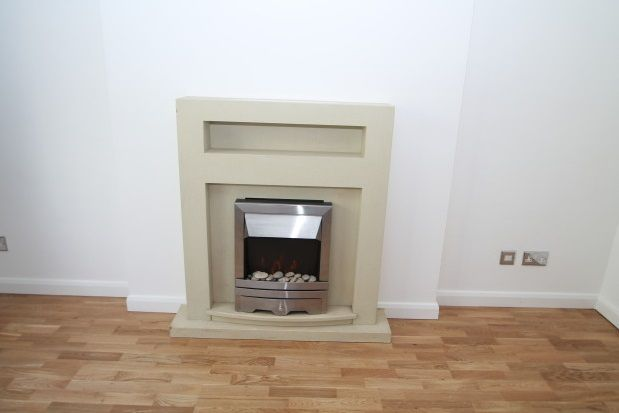 Thumbnail Maisonette to rent in Rogers Close, Old Coulsdon, Coulsdon