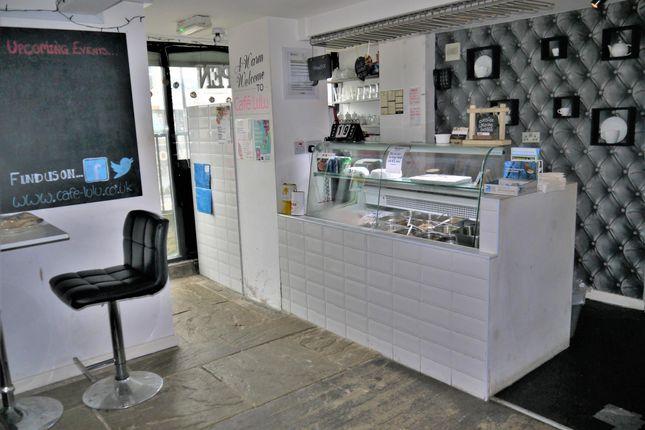 Thumbnail Restaurant/cafe for sale in Cafe & Sandwich Bars BD11, Birkenshaw, West Yorkshire