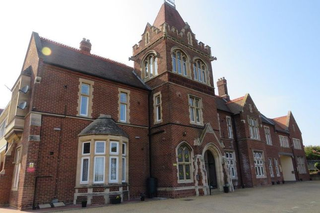 2 bed flat to rent in Roughton Road, Cromer NR27