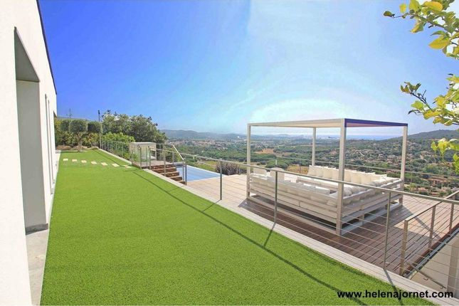 Thumbnail Town house for sale in Girona, Spain