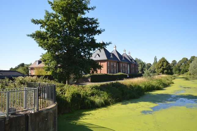 Thumbnail Town house for sale in Riverside Place, Colchester