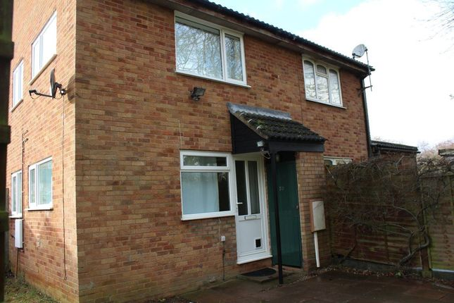 1 bed property to rent in St. Peters Close, Daventry