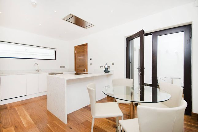 Thumbnail Property to rent in Kew Bridge Court, Chiswick