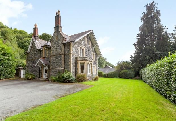 Thumbnail Detached house for sale in Holyhead Road, Corwen