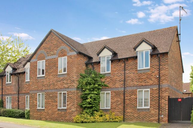 Thumbnail Flat for sale in Cherry Grove, Hungerford