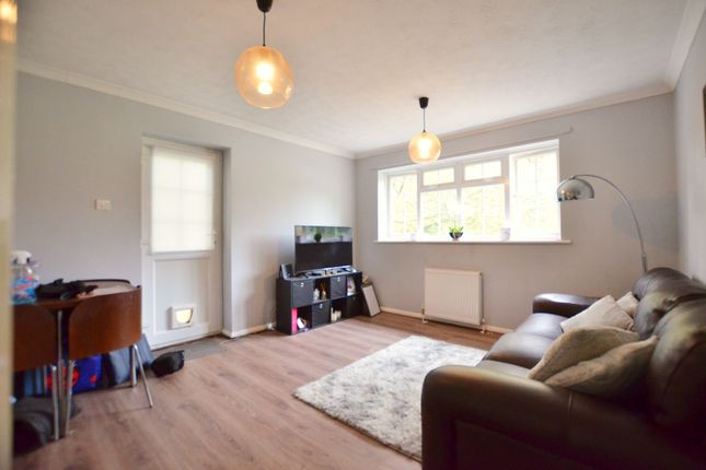 Thumbnail Maisonette to rent in Heatherley Road, Camberley