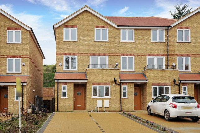 Thumbnail Town house to rent in High Wycombe, Buckinghamshire