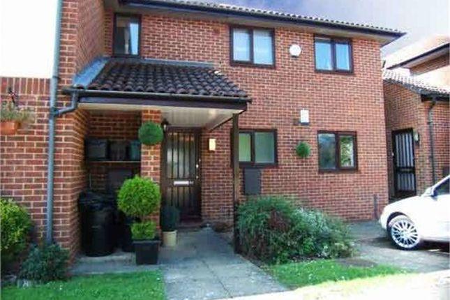 Thumbnail Flat to rent in Fairhill, Hemel Hempstead