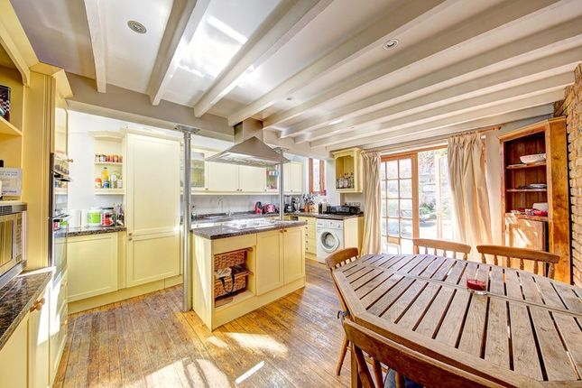 3 bed terraced house to rent in Dymock Street, Fulham