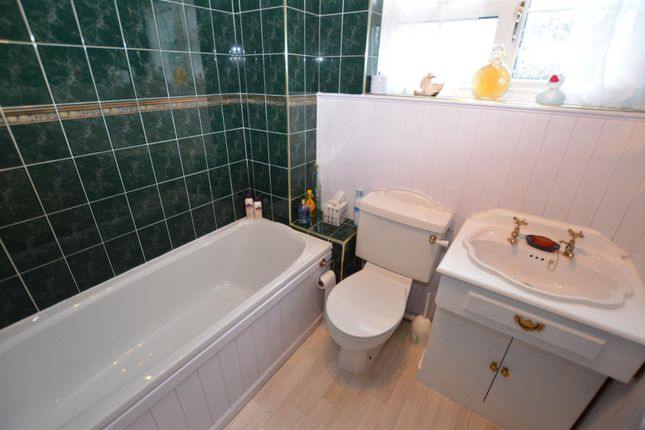 Family Bathroom of Woodland Rise, Studham, Dunstable, Bedfordshire LU6