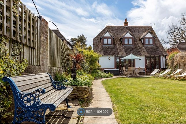 Thumbnail Detached house to rent in Forest Road, Warfield, Bracknell