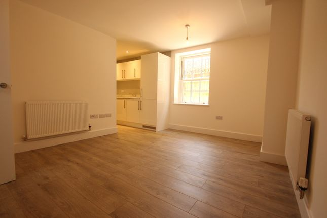 1 bed flat to rent in Station Road North, Merstham Redhill, Merstham, Surrey RH1