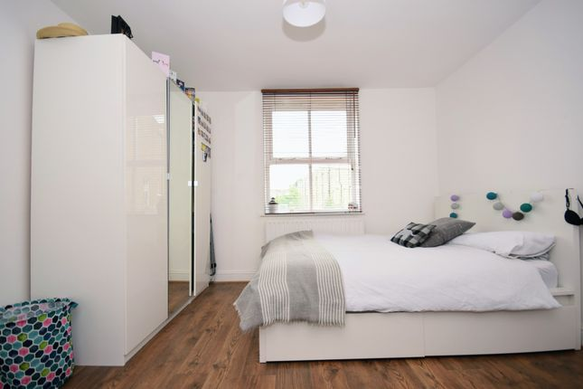 Thumbnail Terraced house to rent in Summercourt Road, London