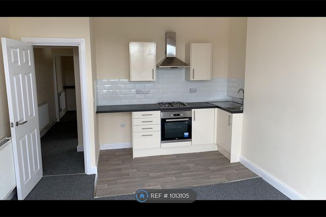 1 bed flat to rent in South Parade, Pensarn LL22