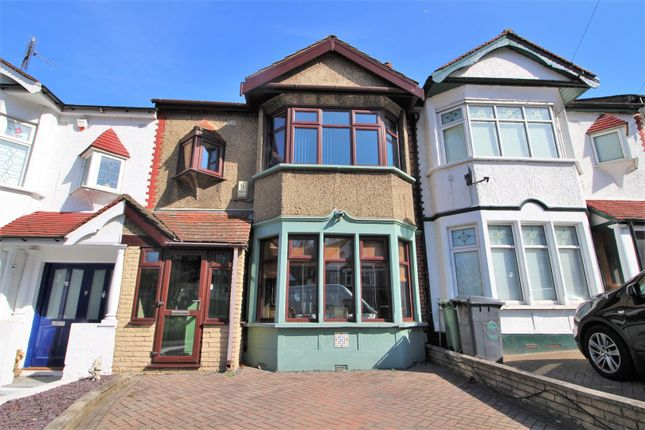 Thumbnail Terraced house for sale in Kings Head Hill, Chingford