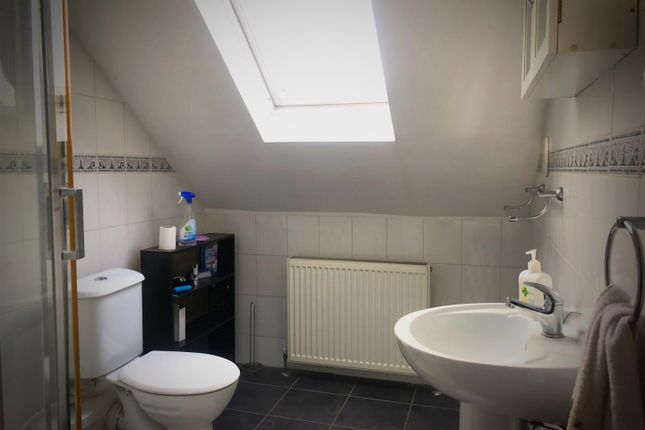 En-Suite of Colwith Road, Hammersmith, London W6