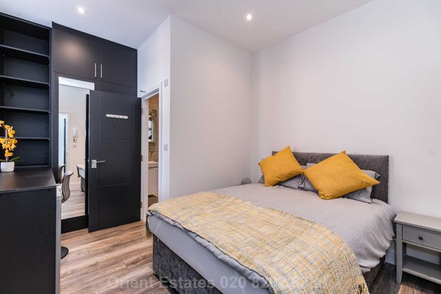 Room to rent in Vivian Avenue, Hendon Central