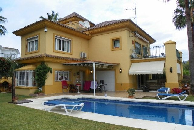 View Of Property of Spain, Málaga, Marbella, El Rosario