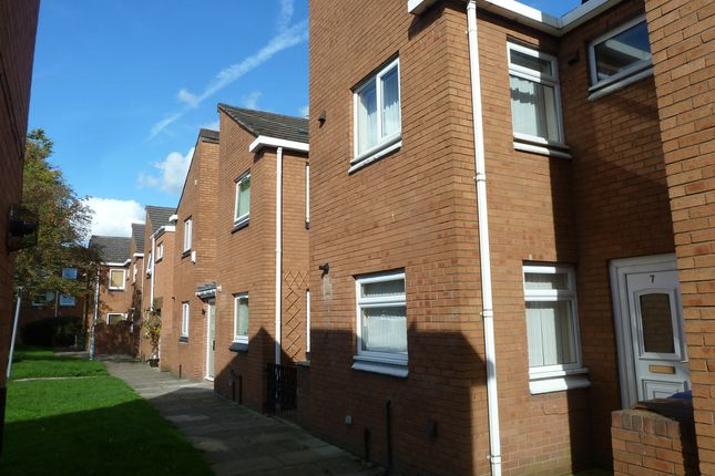 Thumbnail Mews house to rent in Tiree Close, Hazel Grove, Stockport
