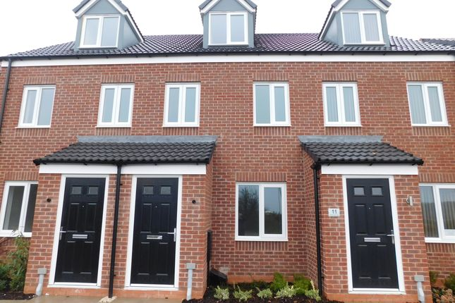 Thumbnail Town house to rent in Goldcrest Lane, Clipstone Village, Mansfield