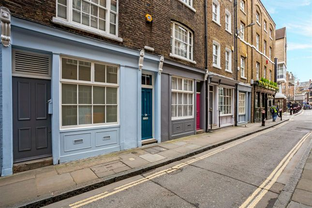 2 bed flat for sale in Middle Street, West Smithfield, London
