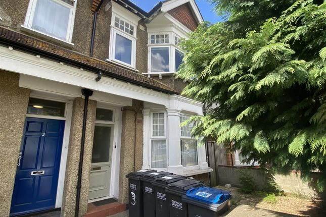 3 bed flat for sale in Clifton Road, London SE25