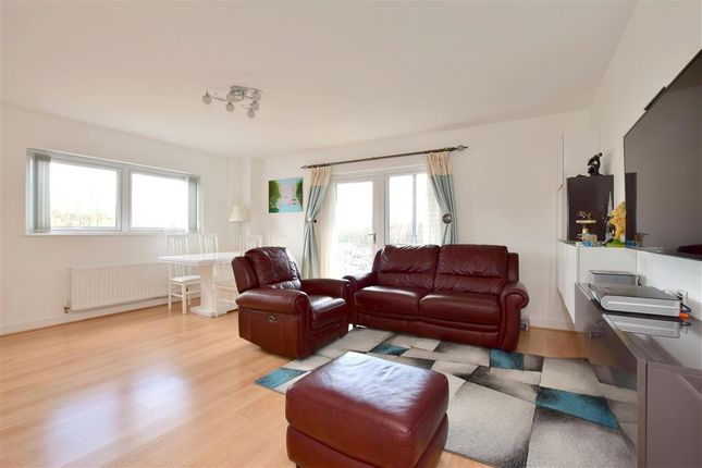 Thumbnail Flat for sale in Sovereign Way, Tonbridge, Kent